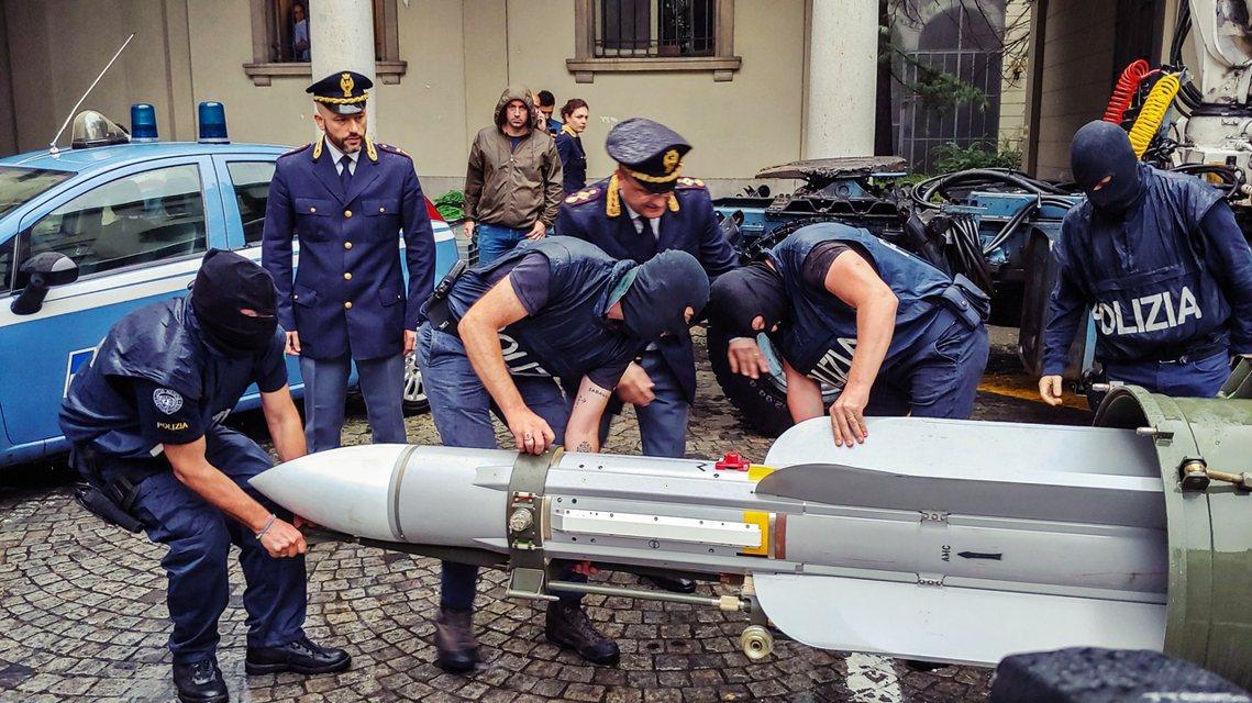 義大利的重案特別調查部(DIGOS),15日在北部小型民用的里凡納薩諾機場(LI...