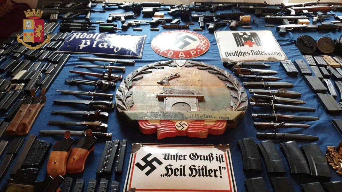 過程中臥底的特警滲透進地方足球流氓、黑手黨、反政府民兵,卻意外發現了「新納粹的地...