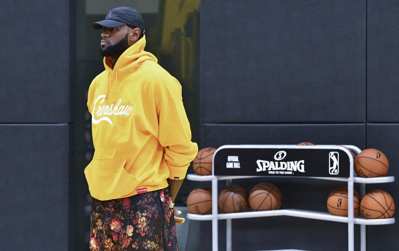 詹姆斯連續10年名列NBA 2K系列遊戲的最高能力值。 路透