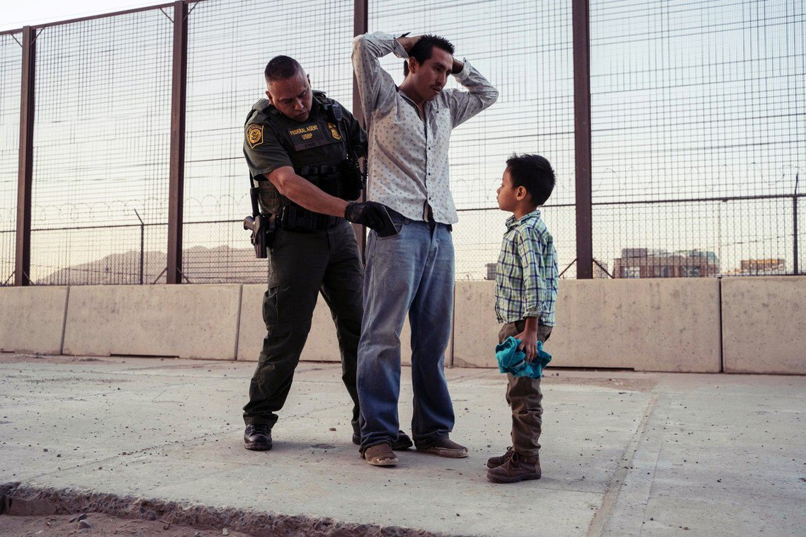 推文戰火的引線,始於4位議員日前針對美墨邊境的移民收容中心問題,提出的批判。議員...
