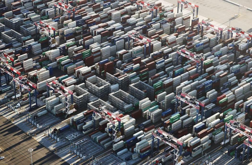 到今年5月,美國從中國進口的貨品同比減少了12%,似乎關稅見效;不過,來自越南的...