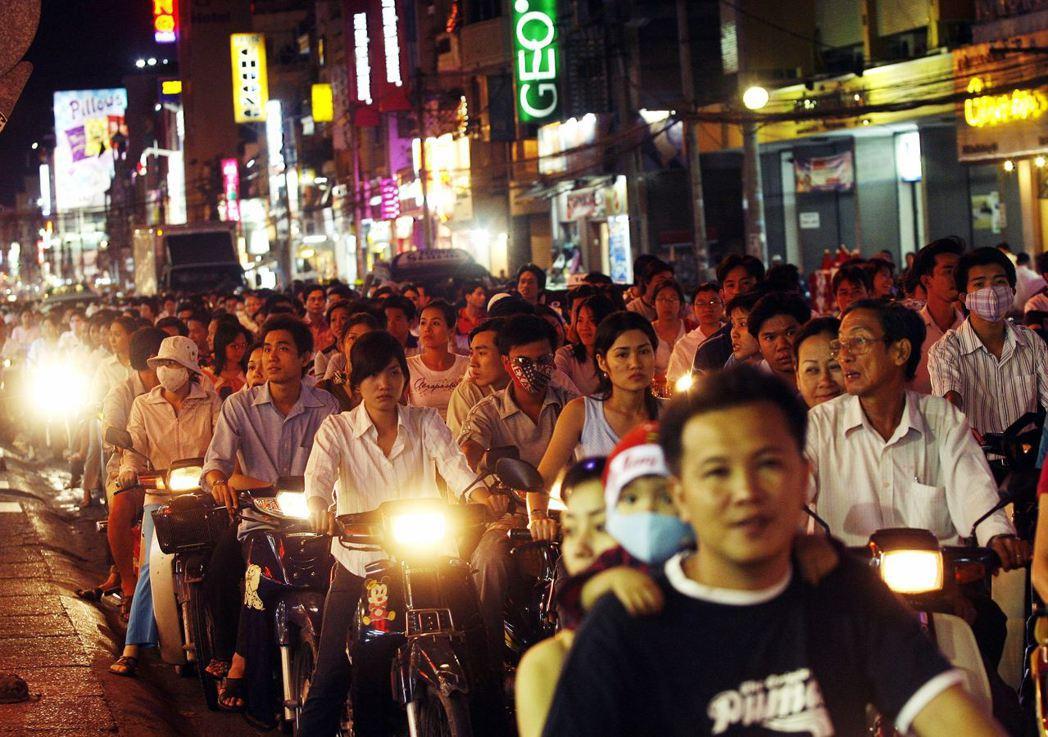 越南對美暴增的順差,很大部分不是來自「真越南製造」,而是中國轉運。從列為貨幣操縱...