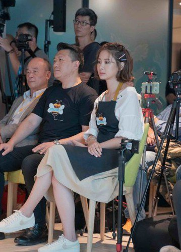 藝人安心亞於16日下午出席「食食來相助,餐餐有飯吃」公益記者會。(photo b...
