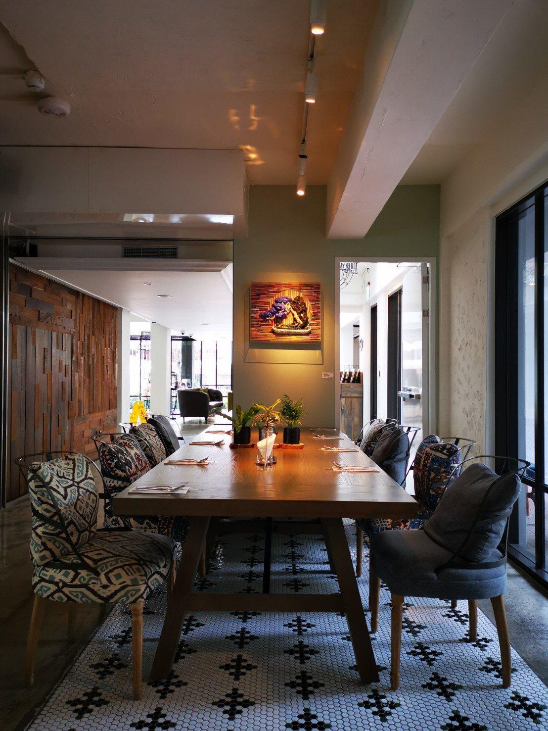Port23也有大型長桌,適合家庭及朋友聚餐。記者韓化宇/攝影