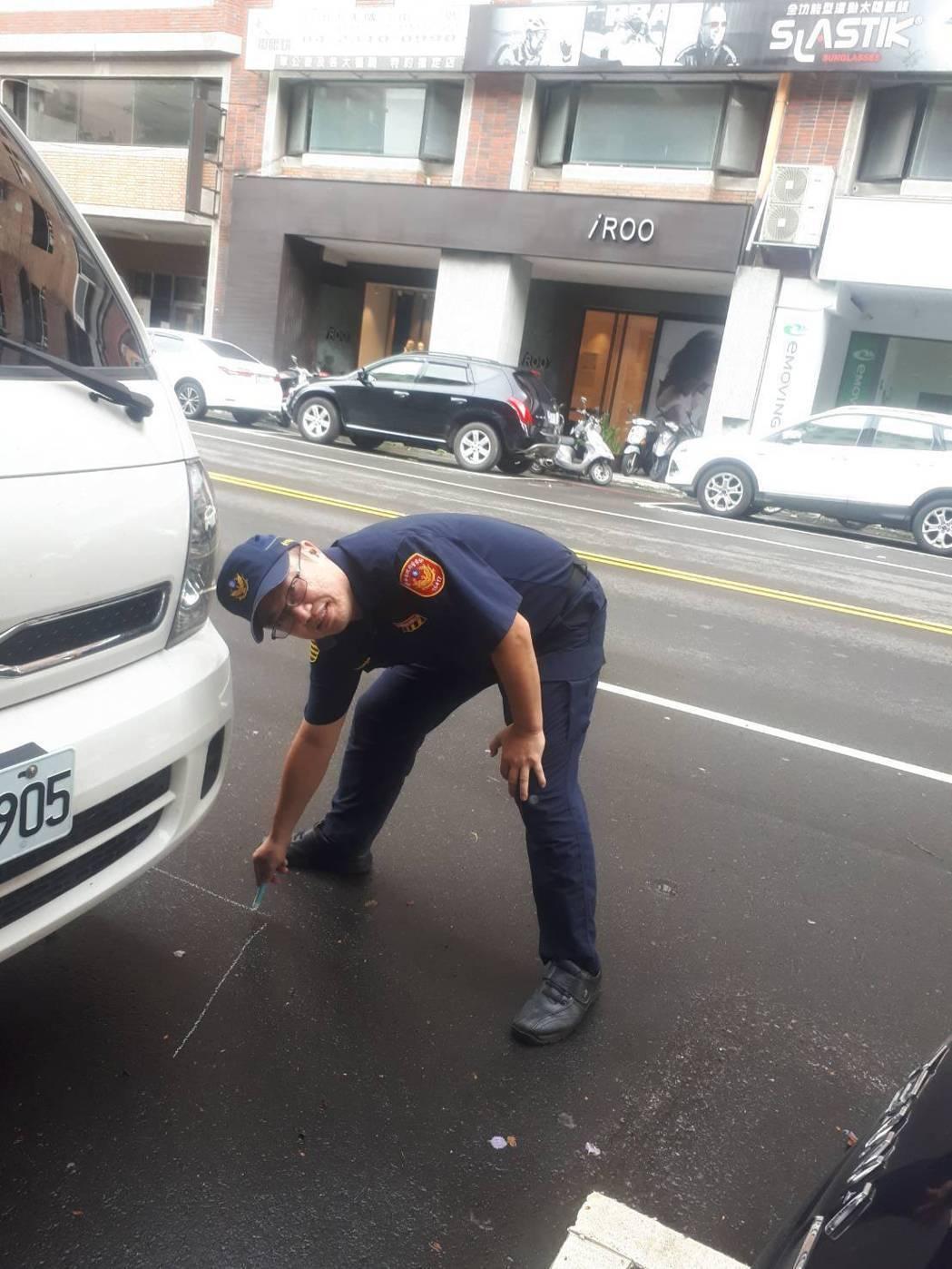 台中市警局交通大隊警員蔡整宜因上警廣播報路況時,都會自備冷笑話,成為空中網紅,台...