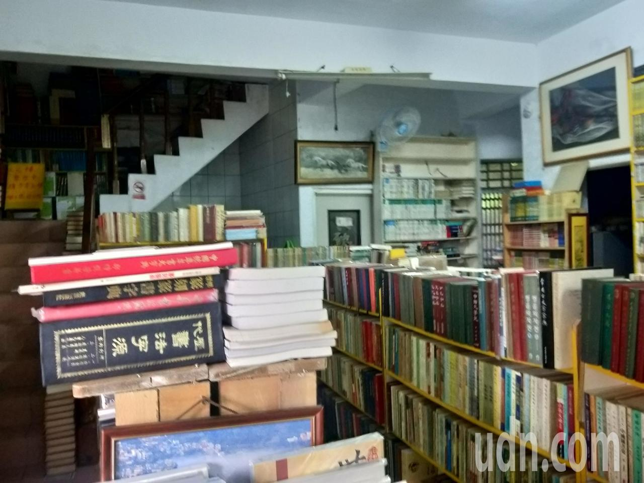 在九份經營10多年的獨立書店「樂伯二手書店」結束營業了,很多民眾都喊可惜,少了一...