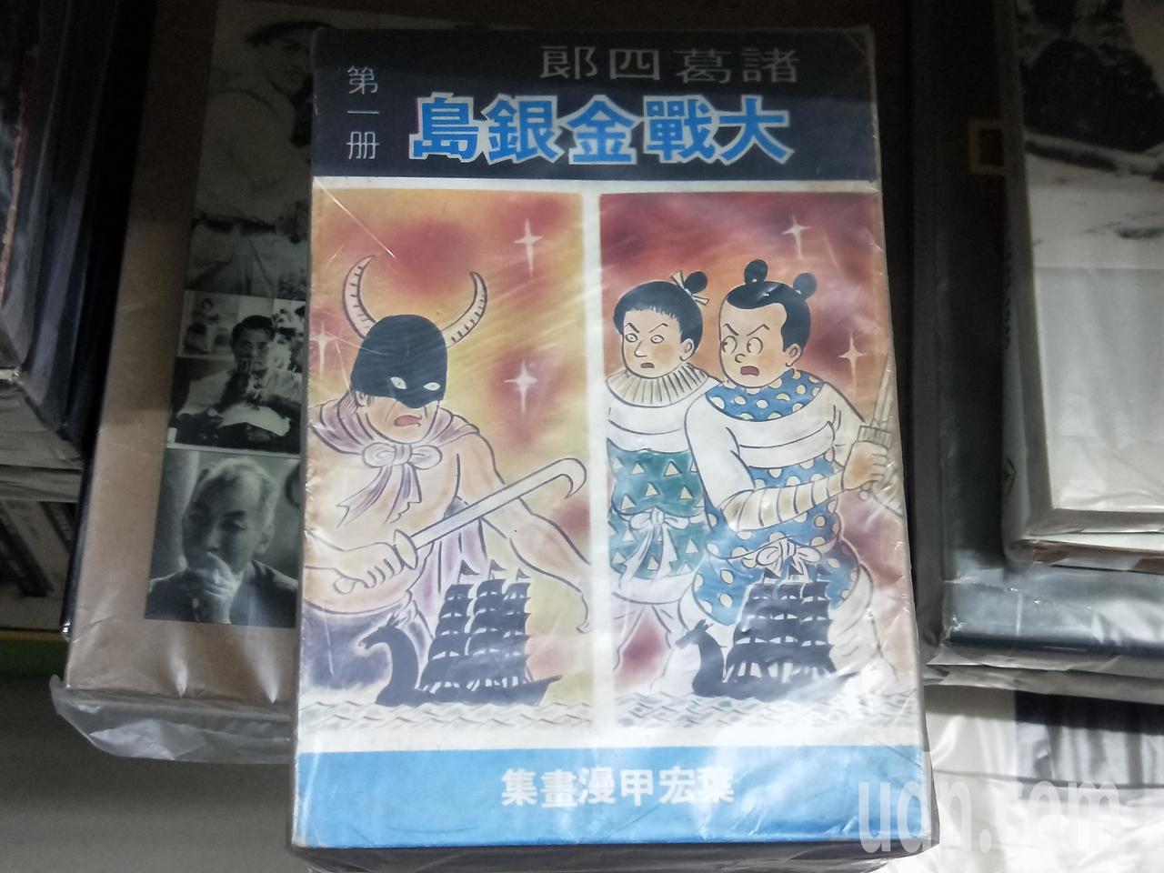 九份樂伯書店以文史哲、藝術類最多,還有絕版漫畫書如諸葛四郎等,也有不少線裝書。記...