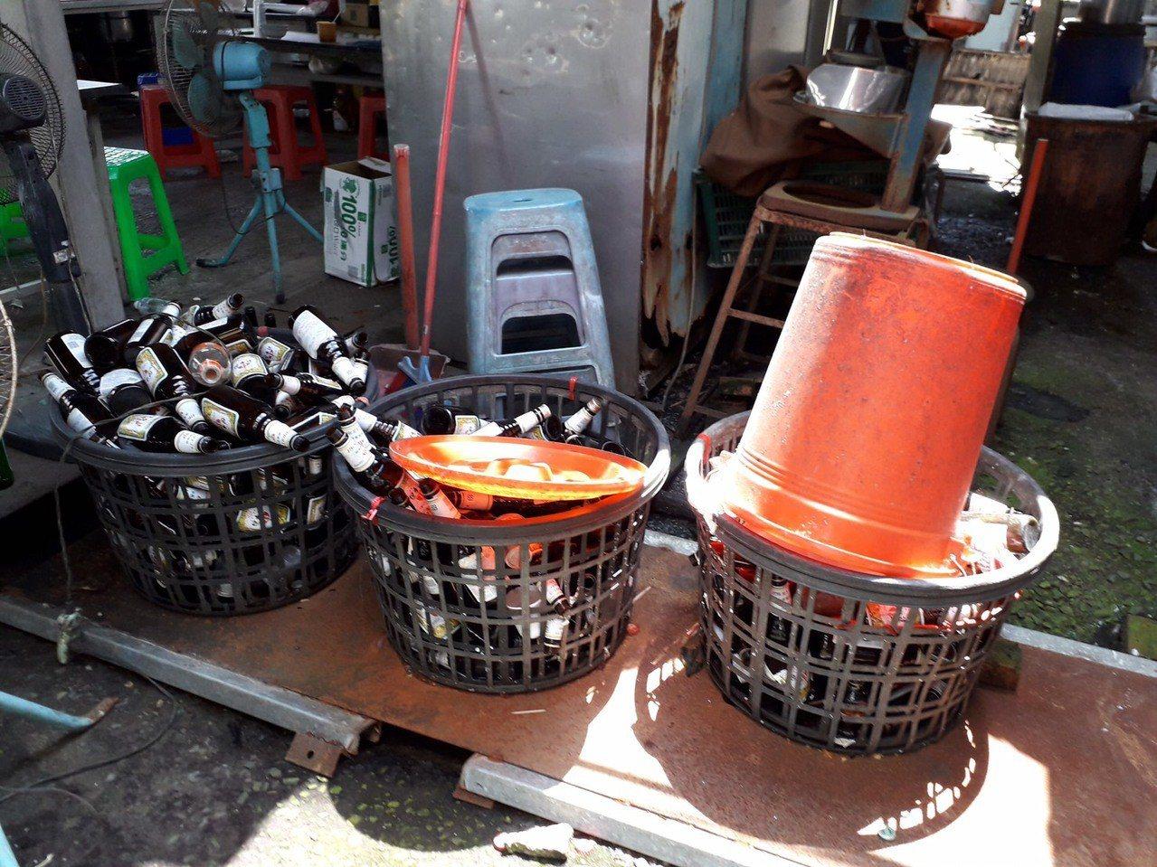 台南市登革熱防治中心提醒民眾,旗幟底座可能是容易疏忽的孳生源,回收的鋁罐雖然倒扣...