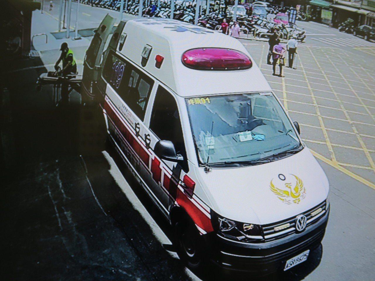 小男童送彰化醫院救治,記者林敬家/翻攝