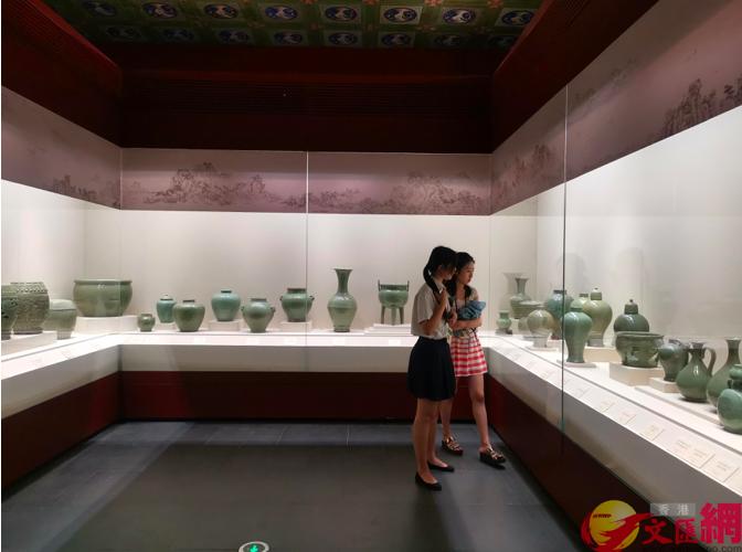 「天下龍泉——龍泉青瓷與全球化」展覽故宮開幕,42間海內外機構833件文物展出。...