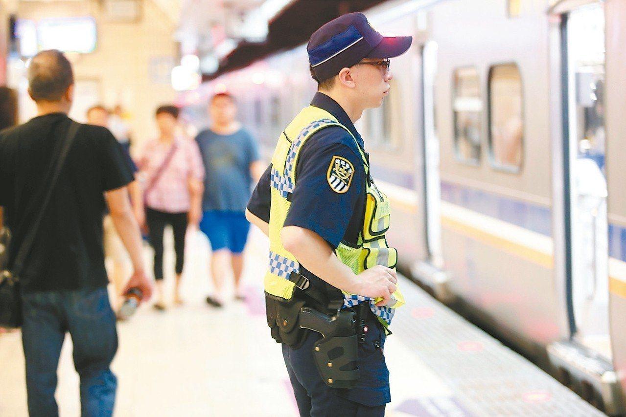 今天上午11時40分上百台鐵列車,將同步鳴笛三秒。 本報資料照片