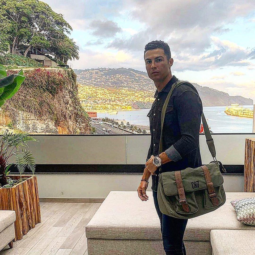 世界足球先生的C羅在instagram曬出度假照,被表迷認出是配戴HUBLOT ...