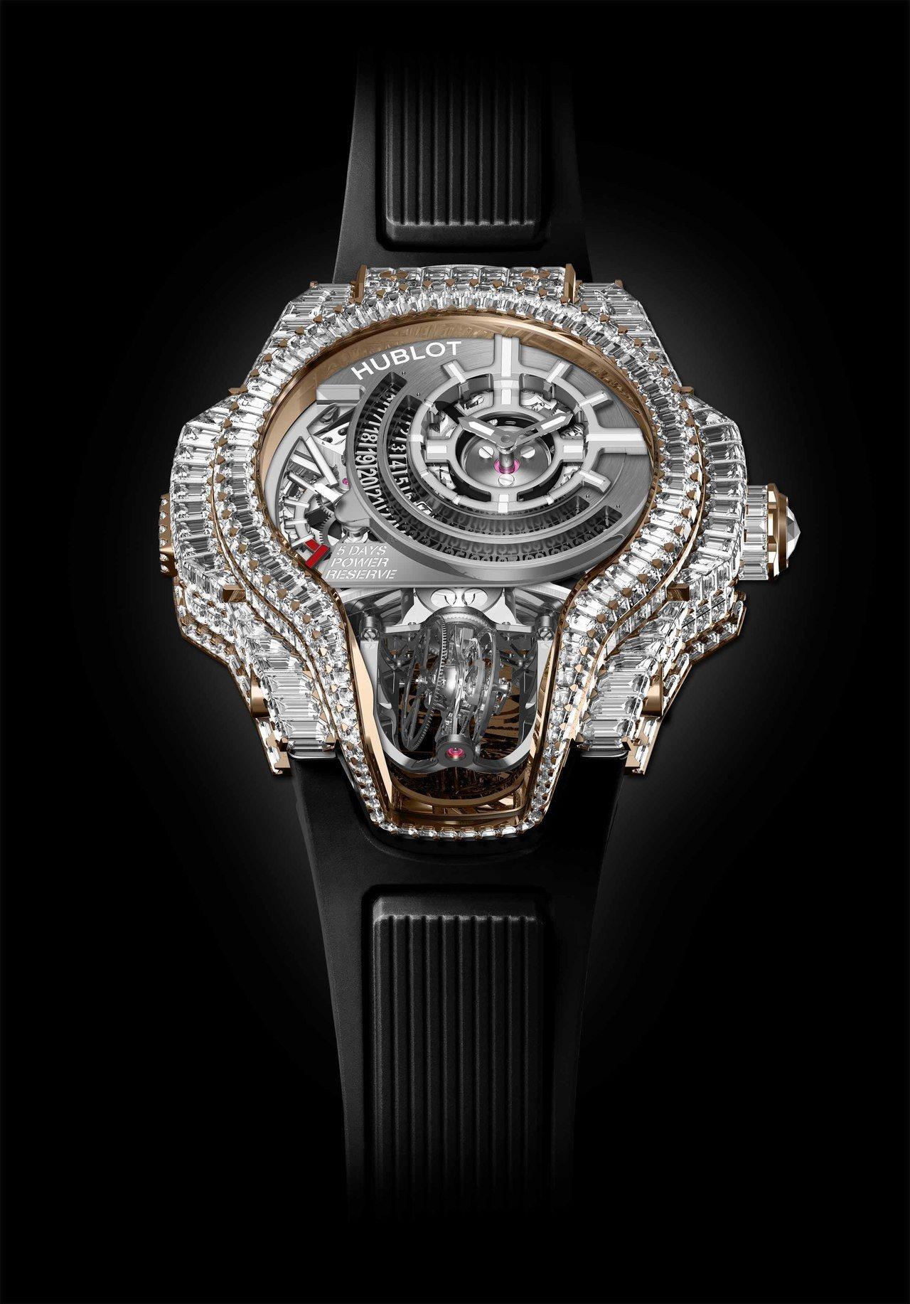 C羅配戴的宇舶MP-09特製款雙軸陀飛輪腕表,18K皇金表殼鑲嵌鑽石,粗估超過3...