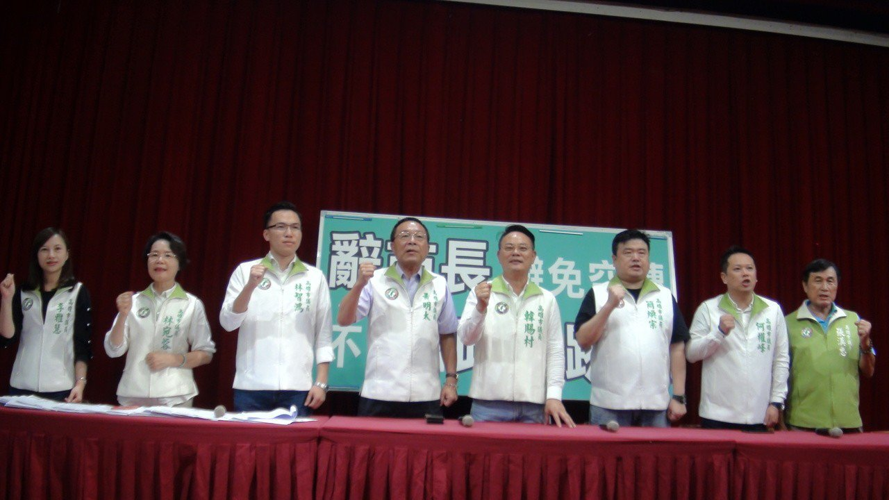 高雄市議會民進黨團要求高雄市長韓國瑜辭市長職。記者楊濡嘉/攝影