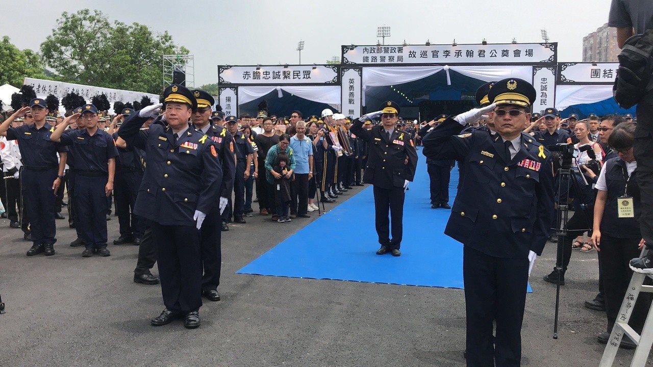 鐵警李承翰公祭,一千多名警察列隊告別。記者姜宜菁/攝影