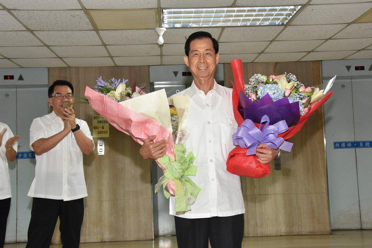台中市警局副局長邱銘光昨天屆齡退休,他致詞感謝從警生涯幫助過他的貴人。圖/台中市...