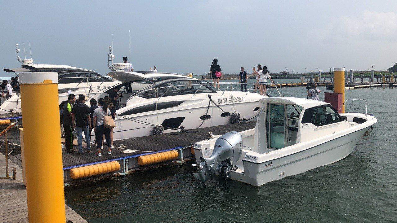 台灣公主布袋國際遊艇港上午熱鬧開幕,展示2艘英國原裝進口每艘造價4000萬元豪華...
