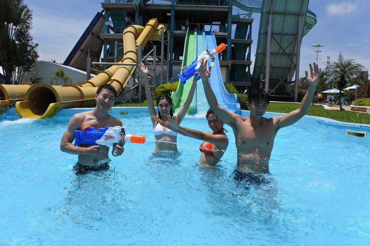 六福水樂園為讓遊客度過難忘又趣味的夏日,推出天天主題趴,親子日、比基尼日、猛男日...