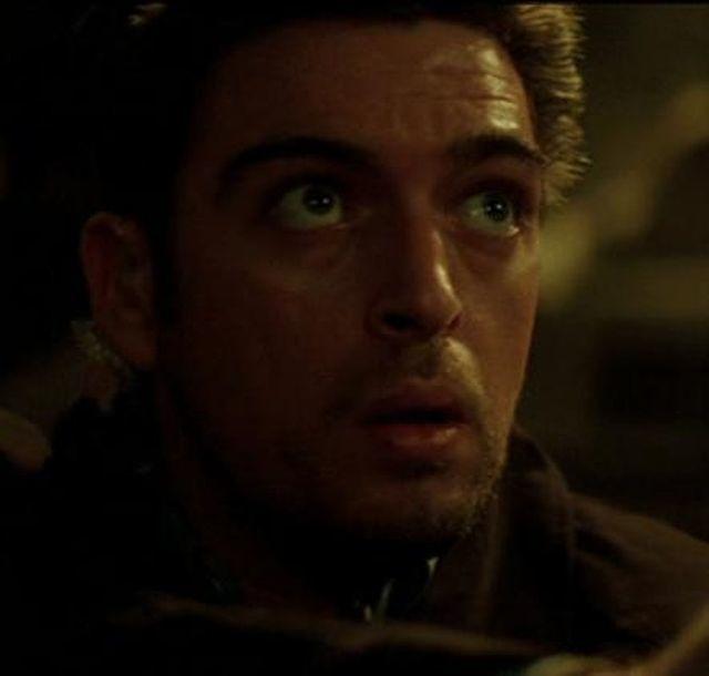 卡爾希爾斯曾演出電影「蝙蝠俠:開戰時刻」。圖/翻攝fandom網站