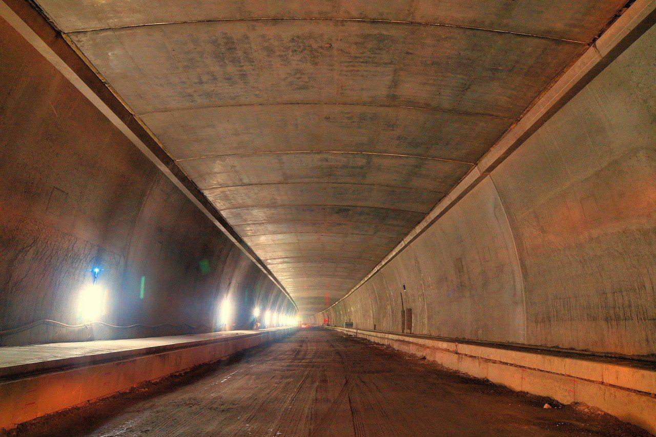 南迴公路草埔隧道工程接近完工階段,目前已具公路雛形。圖/西濱南工處提供
