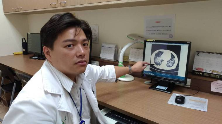 台大醫院新竹分院胸腔內科醫師張立禹表示,執行經支氣管冷凍切片術,在歐洲是利用X光...