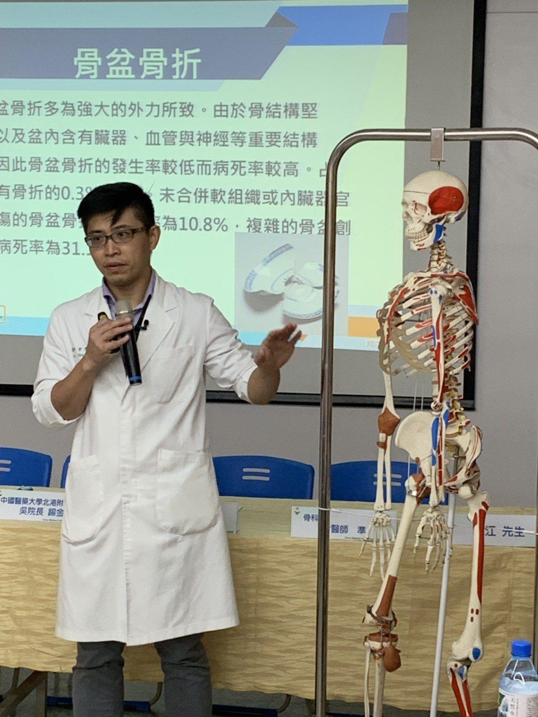醫師生明手術的困難度。記者蔡維斌/攝影