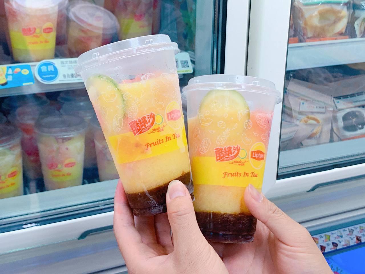 消費者可體驗自行製作「立頓水果茶氣泡酷繽沙」樂趣。記者徐力剛/攝影