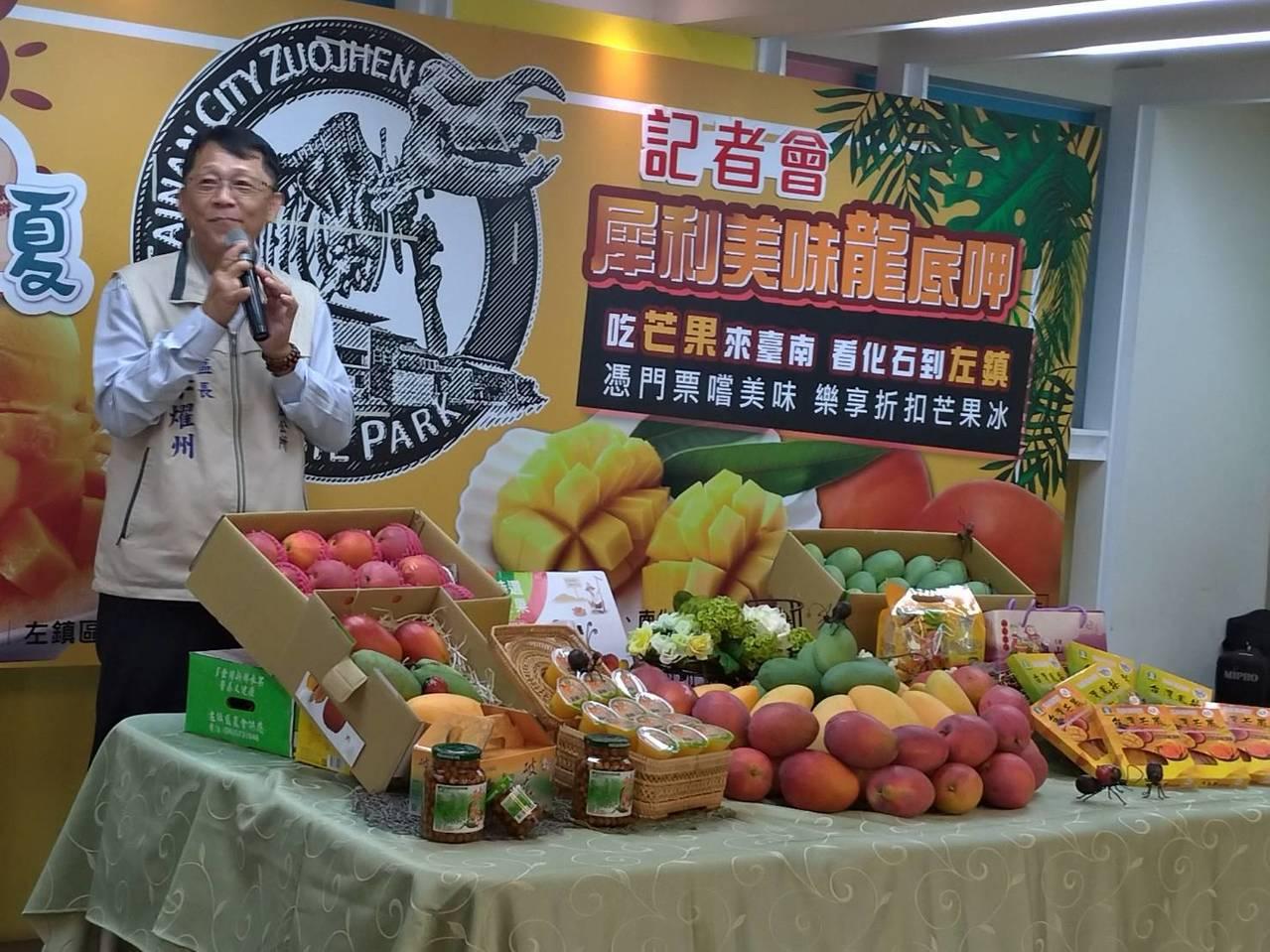 左鎮區長李燿州表示,芒果是農民辛苦的成果,不要因為無良攤商的行為否定農民努力。記...