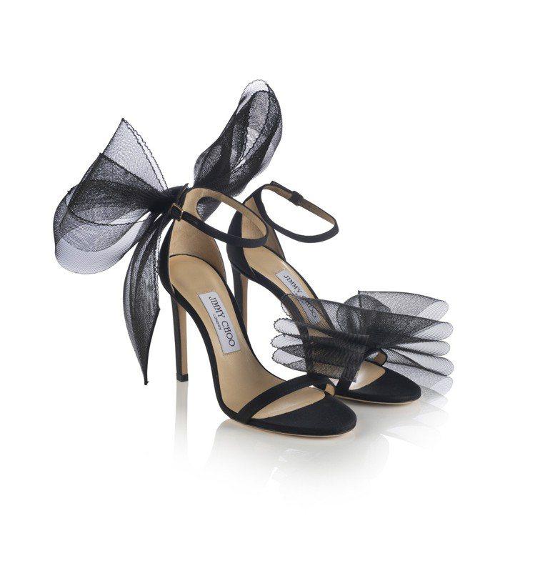 Jimmy Choo AVELINE系列以細繫帶高跟涼鞋搭配兩腳不對稱的蝴蝶結裝...