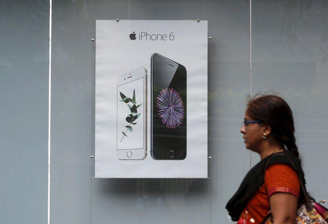 蘋果在印度停售四款機型,iPhone 6S將成為印度消費者的入門款。路透
