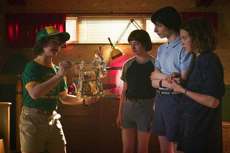 OTT戰國時代即將來臨!華納媒體集團正式宣告旗下將推出的OTT平台定名為HBO Max,第一步就宣告明年起從Netflix收回經典喜劇影集「六人行」,未來除了「六人行」外、威爾史密斯年輕時主演的影集...