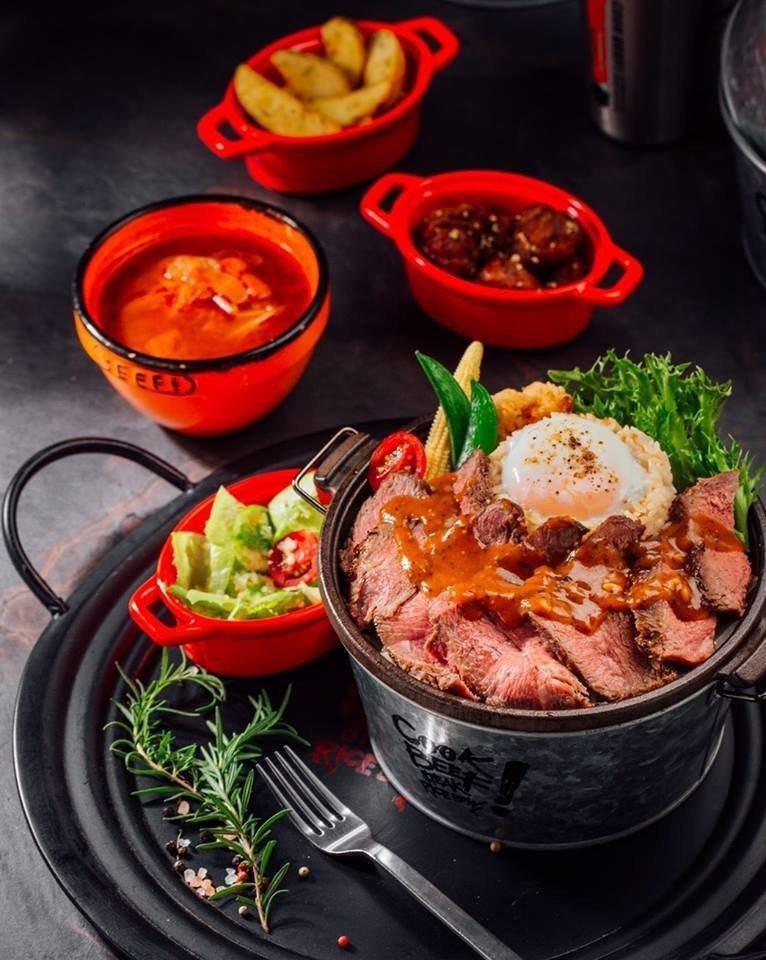 酷客舒肥牛排飯是CooK BEEF!酷必必吃的經典菜肴。圖/王品集團提供