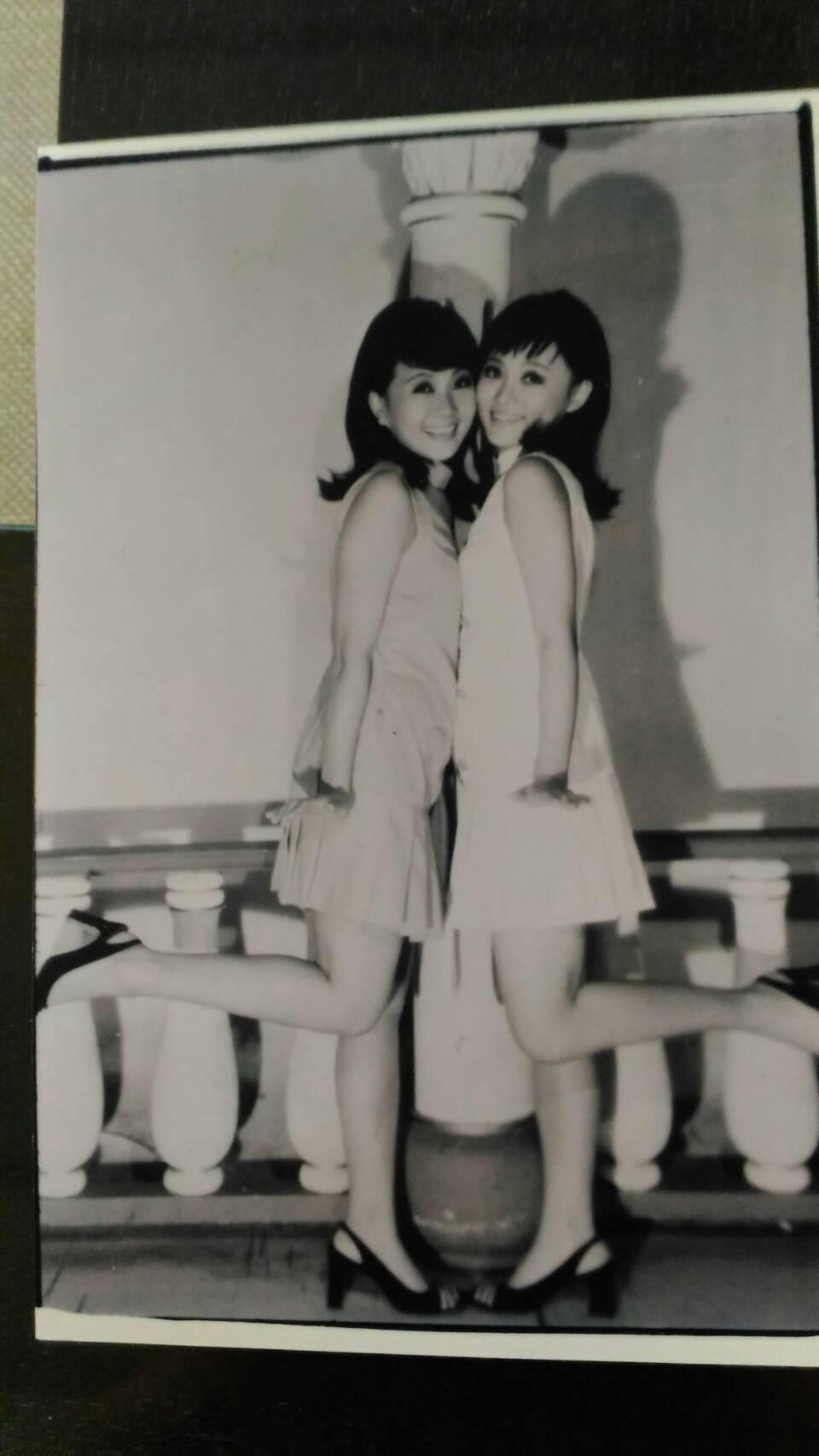 張琪(左)與張琴年輕辣照曝光。圖/年代提供