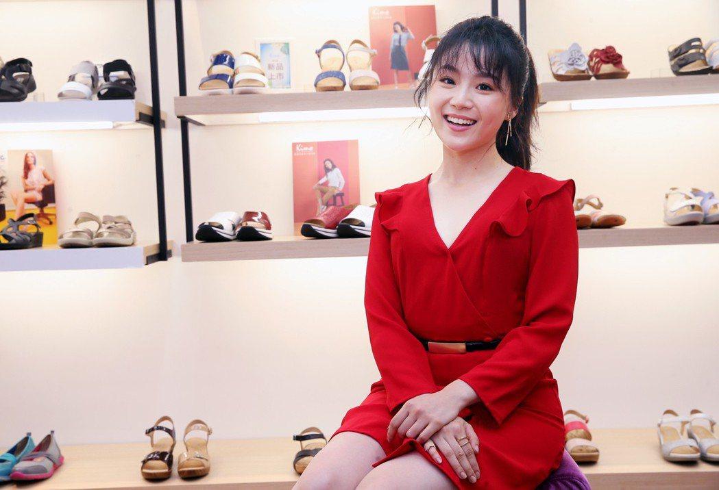 楊小黎昨天出席Kimo德國品牌手工氣墊鞋第15家門市開幕活動。記者徐兆玄/攝影