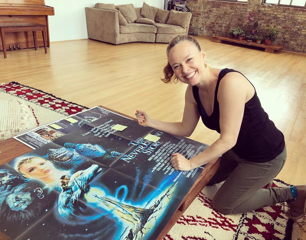 妲蜜史卓納克現在還會為「大魔域」粉絲簽名。圖/摘自Instagram