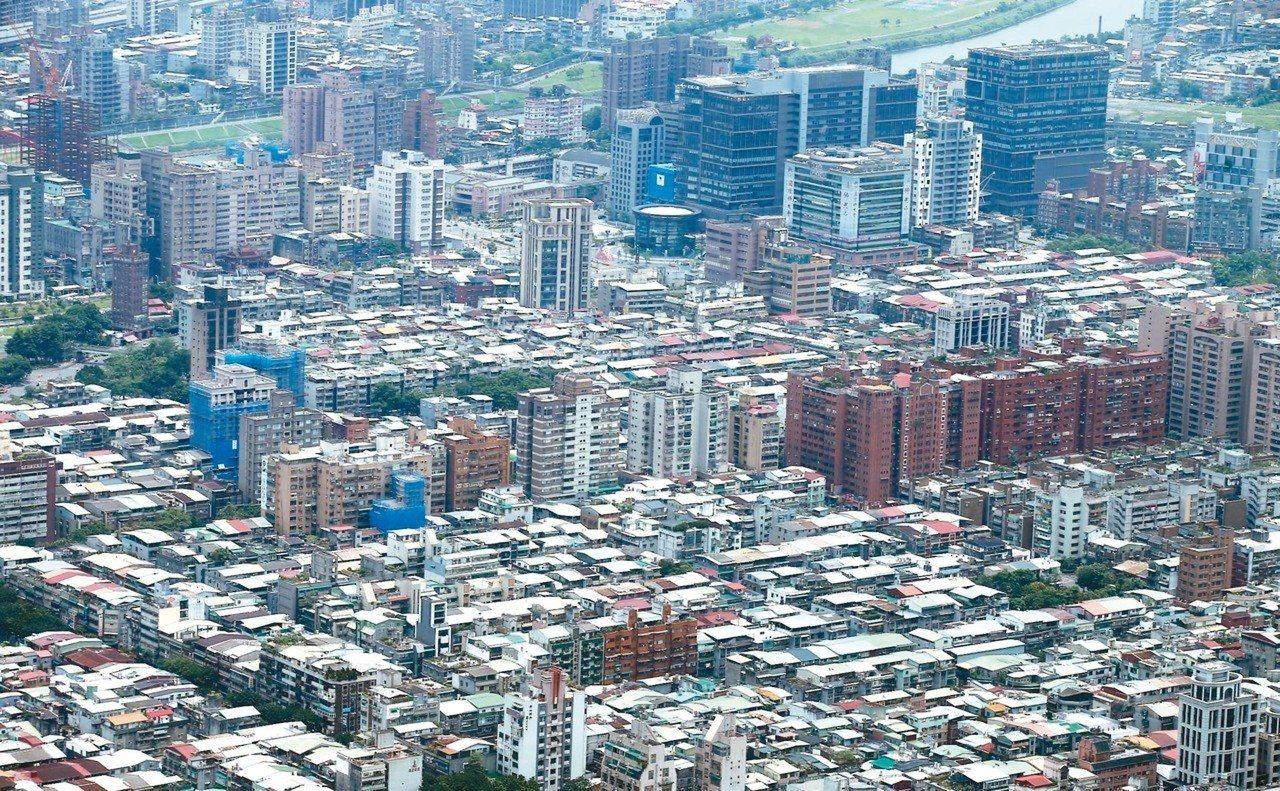 海砂屋重建牛步,台北市原擬修法,政策轉彎踩煞車。 圖/聯合報系資料照片