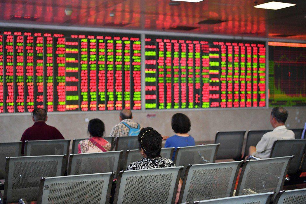 陸股現階段仍以散戶投資人為主,跟台灣早年一樣,大陸散戶也迷信「明牌」,這就為台灣...