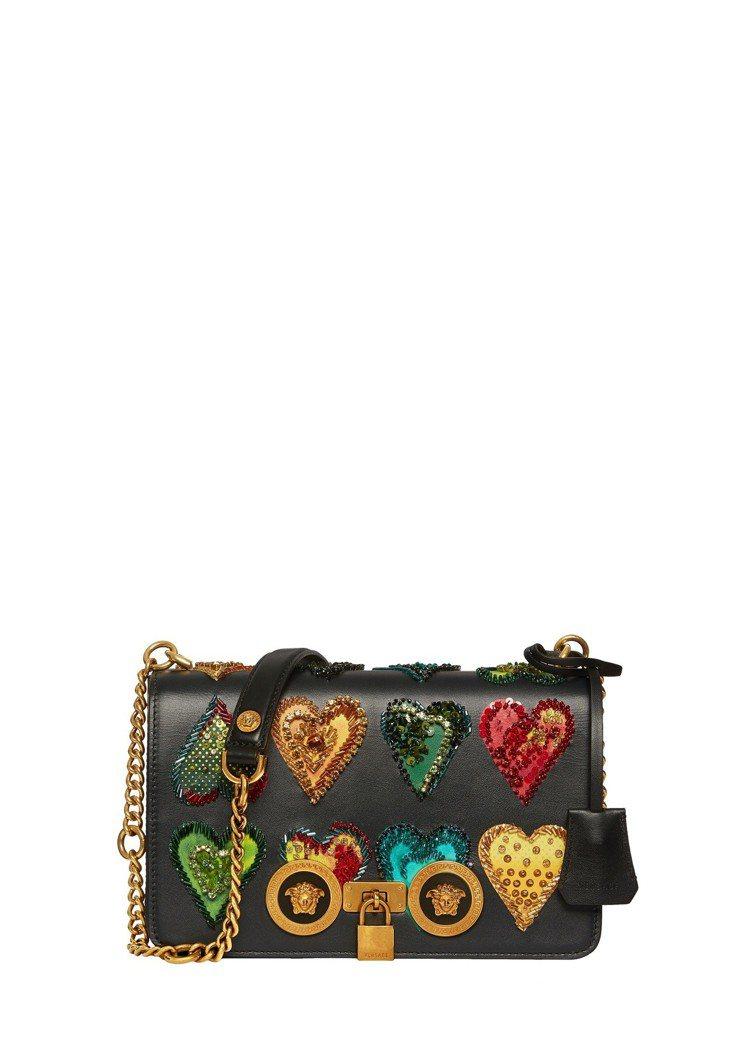 Versace Icon 彩色愛心水晶鑲嵌鍊帶包,91,000元。圖/Versa...