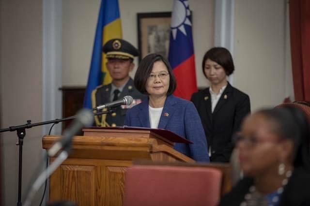 丹娜絲颱風來襲,人在聖文森出訪的蔡英文總統表示,自己仍然心繫台灣。 圖/擷取自蔡...