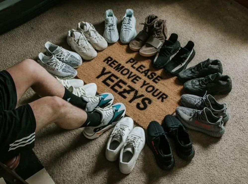 球鞋的炫耀成本與買房、買車相比,成本要低很多,造成了大陸收藏家的「炒鞋」熱潮。 ...