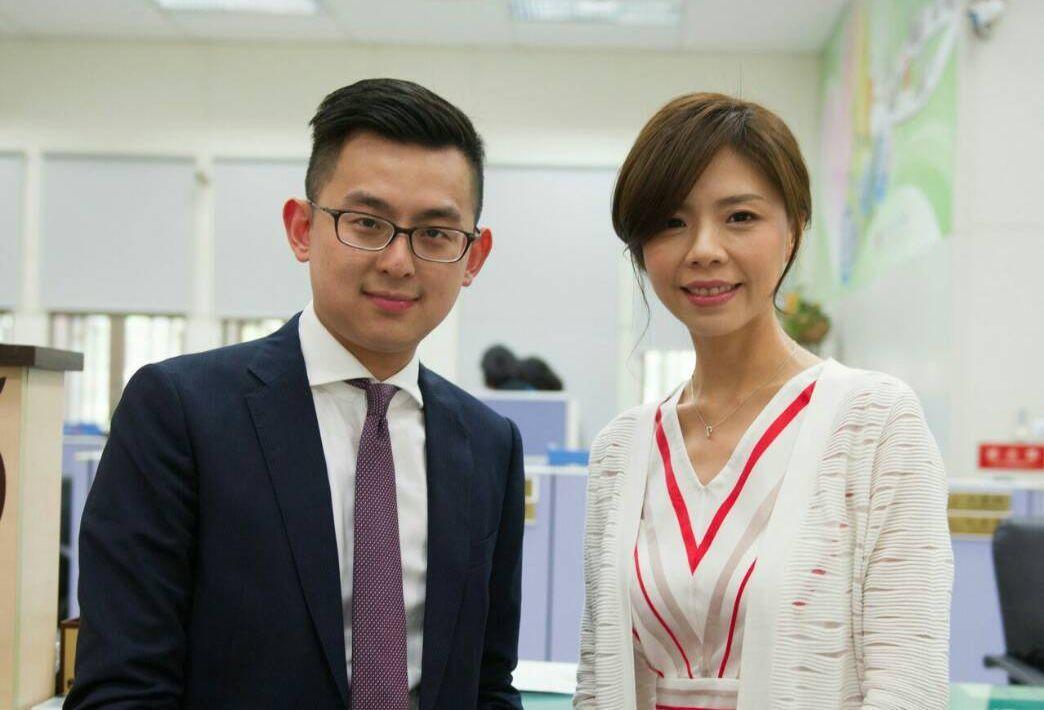 立委洪慈庸與台中市新聞局長卓冠廷4月24日登記結婚。圖/洪慈庸辦公室提供