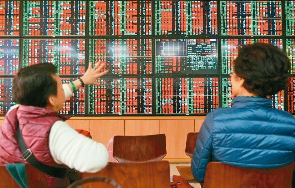 證交所統計,國內券商6月獲利36.02億元,仍比5月成長72%;累計上半年,全體...