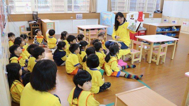 受到少子化衝擊,台灣幼兒園、小學、中學將比大學更早受到波及。報系資料照