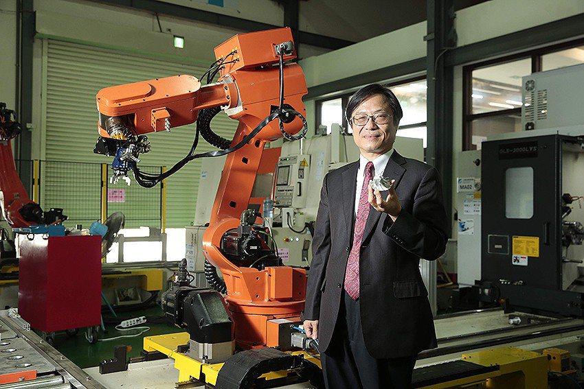 工研院在台中智慧製造試營運場域展示多項軟硬整合的智慧化技術,幫助期美等回流廠商轉...