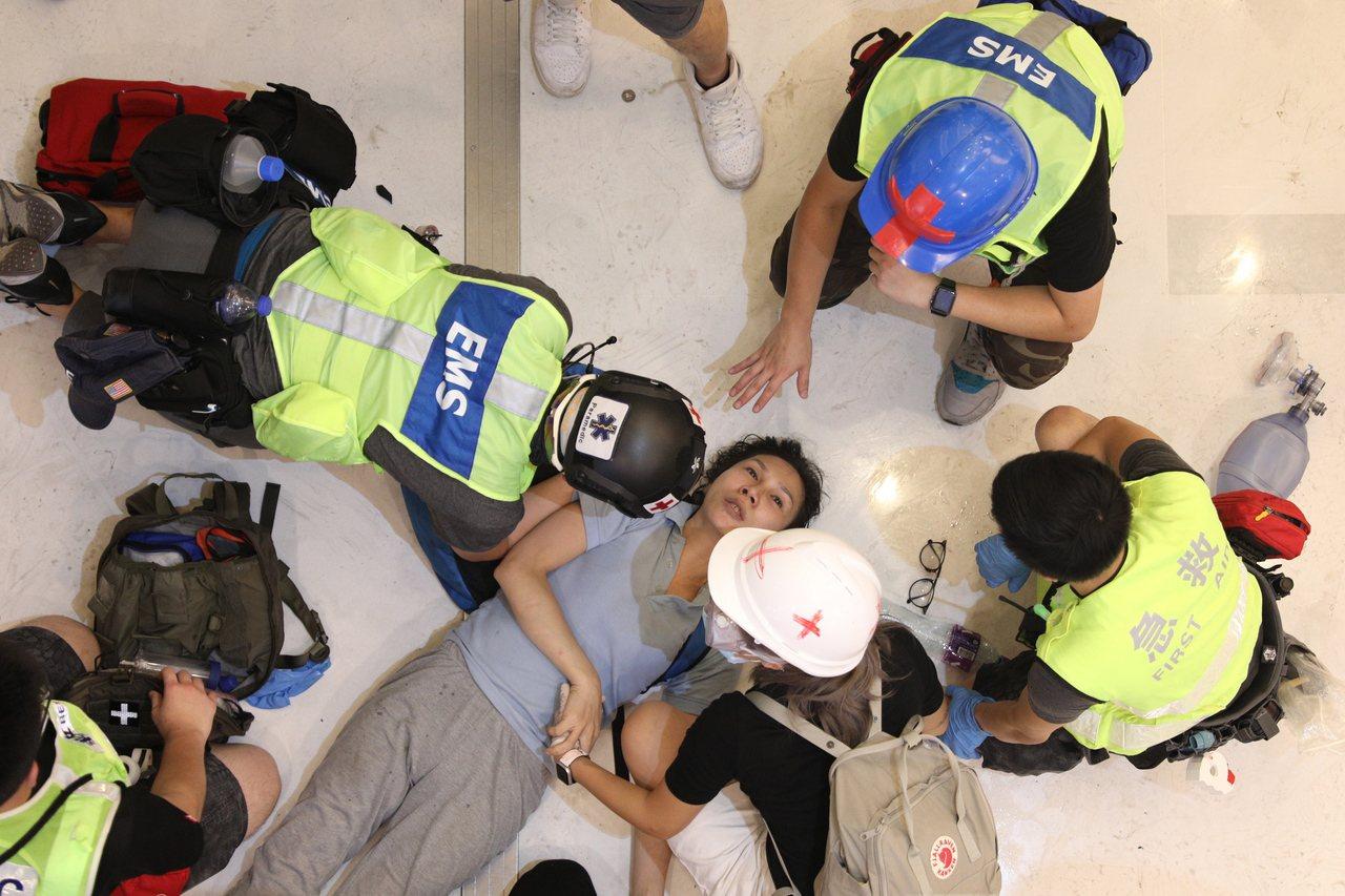 香港警察:不願夾在示威者與政府中間 警隊高層不斷把我們推去『送死』 歐新社