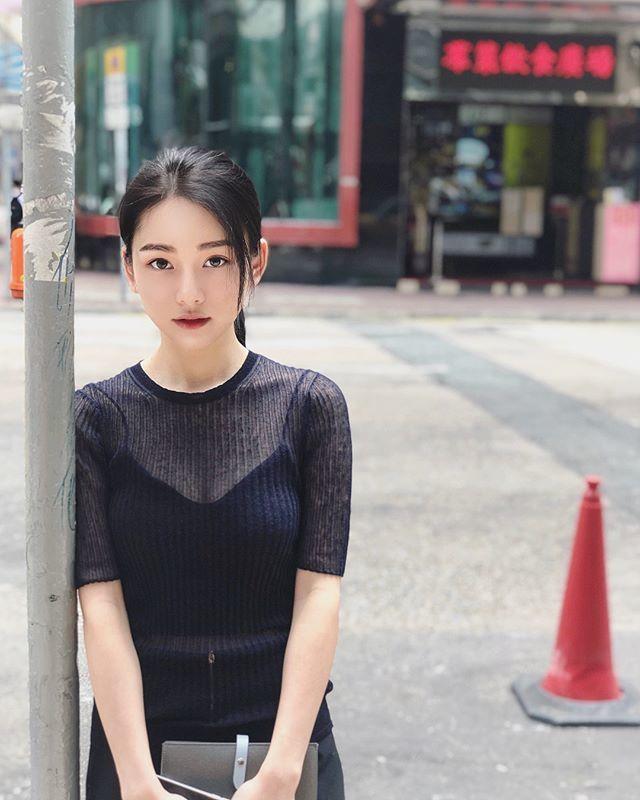 李姓女醫師因亮麗的外表也曾多次上PTT表特版,每次都引起大量的討論。圖/取自In...