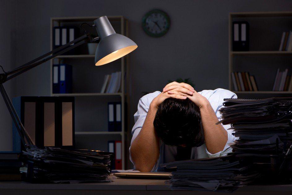 老闆認為年輕人找工作態度差,不過網友卻一面倒地認為面試時問問題是理所當然的,原p...