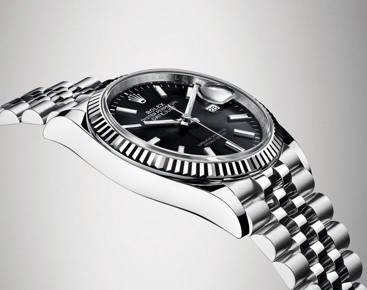 Datejust系列的蠔式錶殼保證防水深達100米(330呎),是堅固優雅的典範...
