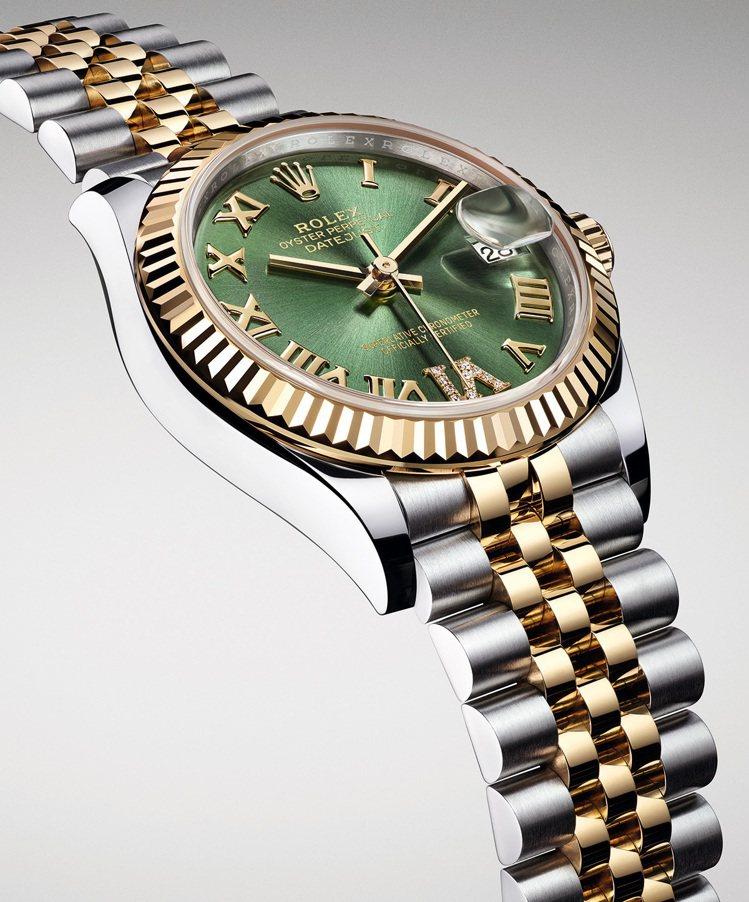 五格鏈節紀念型錶帶柔韌舒適,是勞力士在1945年為Datejust系列專門設計的...