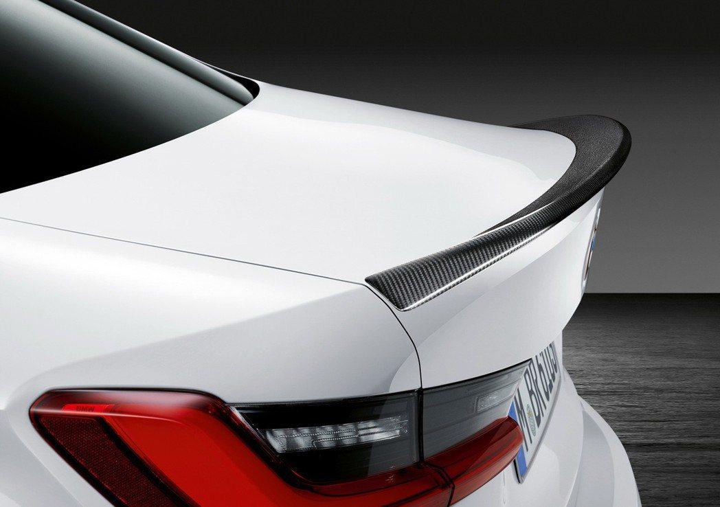 M Performance碳纖維擾流尾翼,帥氣指數破表。 圖/汎德提供